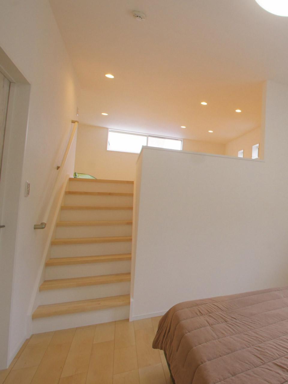 階段で上がる小屋裏収納2